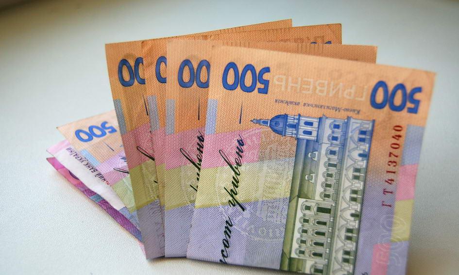 Депутати Волиньради не встигають роздати гроші зі своїх  фондів