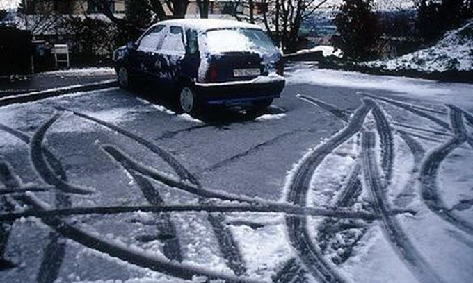 Державтоінспекція Волині просить водіїв бути особливо уважними на слизьких дорогах