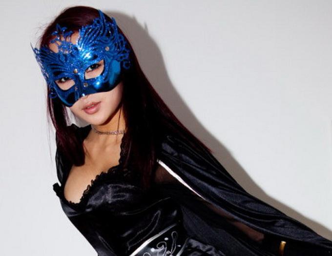 В Китаї з'явилася сексапільна супергероїня
