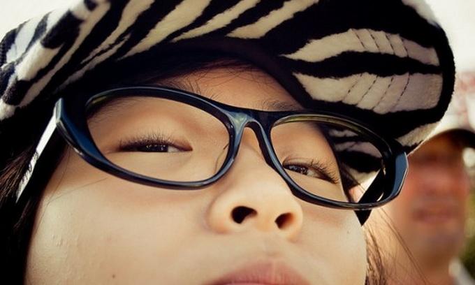 Окуляри без скелець — писк азійської моди