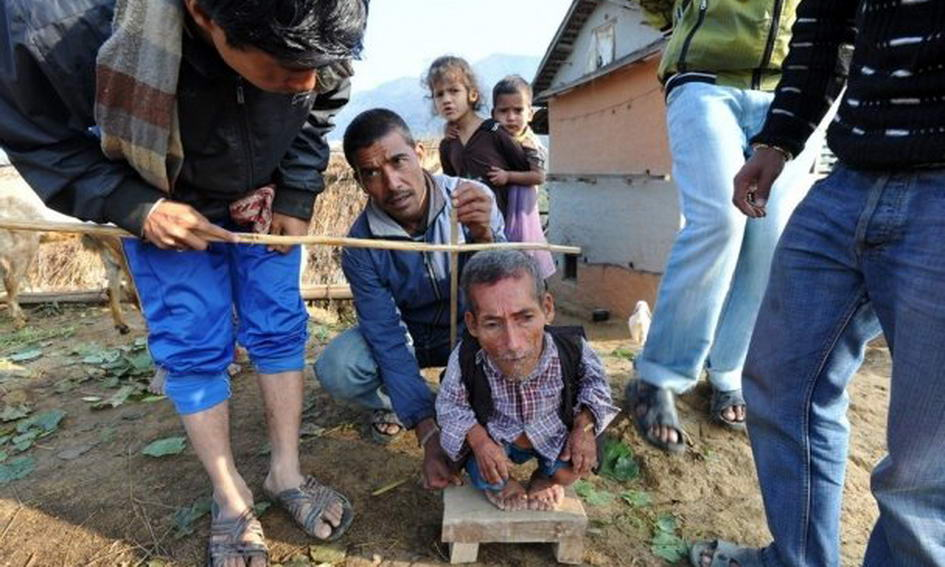 Найнижчий чоловік живе у Непалі