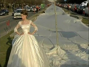 У Румунії представили сукню з шлейфом довжиною 3 кілометри
