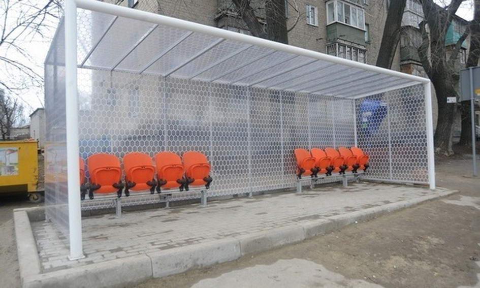 Біля «Донбас Арени» поставили зупинку-ворота
