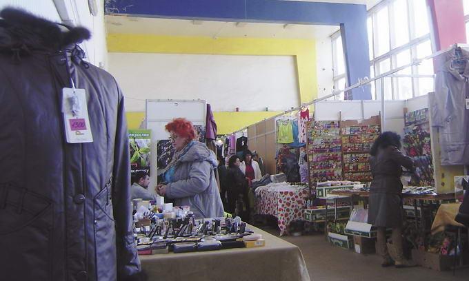Кінотеатр «Промінь» перетворили на базар