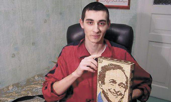 Майстер із Вінниці «малює» портрети й картини сірниками