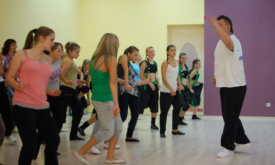 У Луцьку понад 200 чоловік танцювали аеробіку