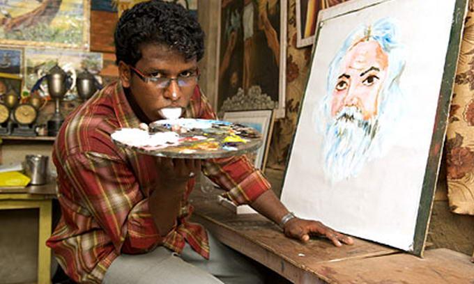 Індійський художник пише картини язиком