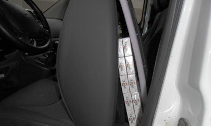 За контрабанду цигарок конфіскували авто