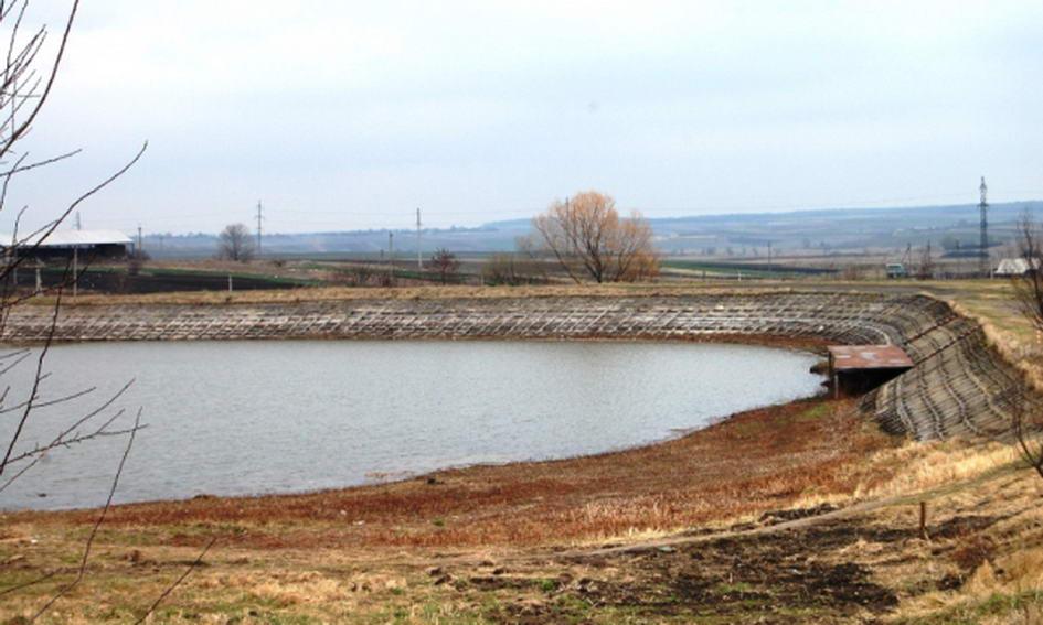 У Нововолинську відновлюють міське озеро
