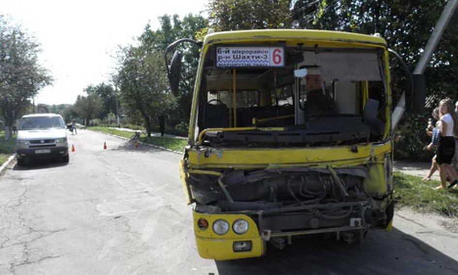 У Нововолинську зіткнулись автобус і вантажівка, 11 людей травмовано