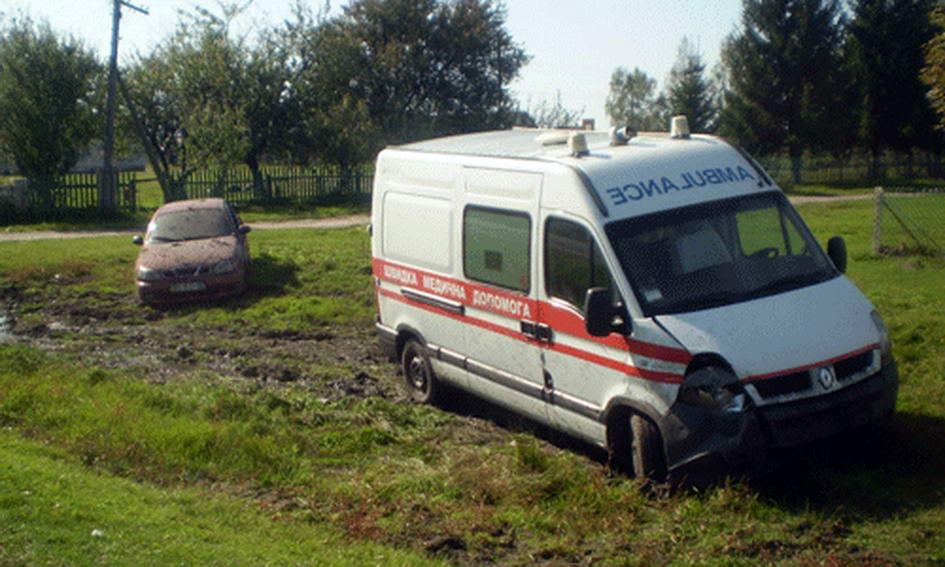 П'ятеро волинян потрапили у лікарню після зіткнення «швидкої» і «Ланоса»