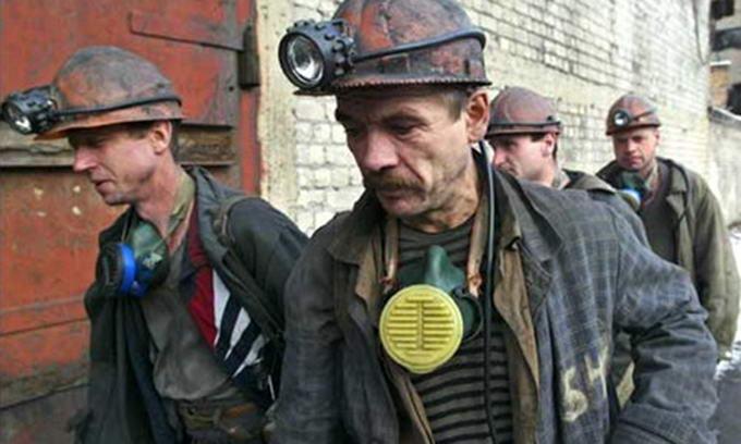 До виборів Янукович підвищив зарплату шахтарям