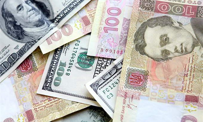 Через валютну паніку українці скупили у вересні майже 2 мільярди доларів