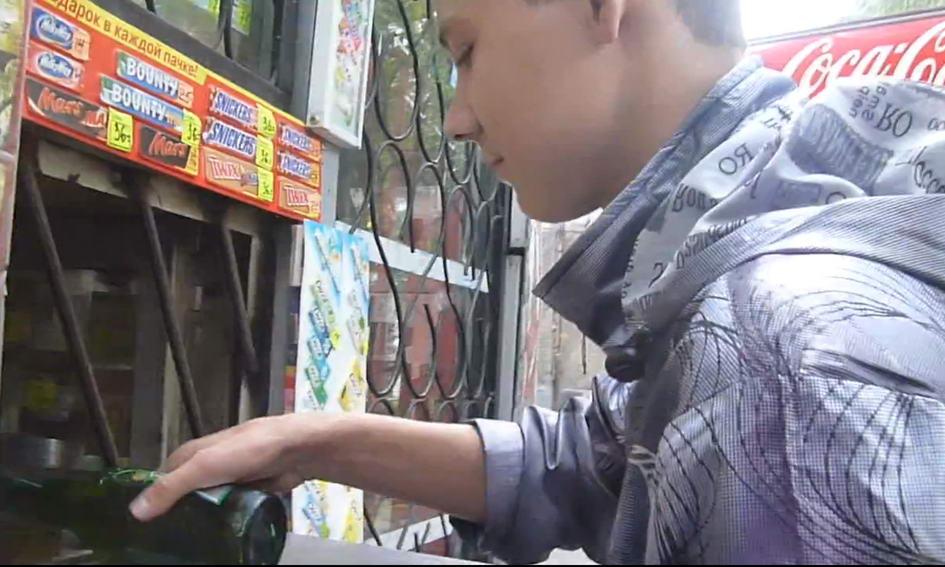 У торгівельних закладах Луцька продають спиртне і цигарки неповнолітнім