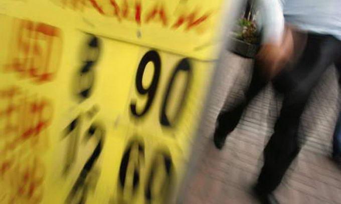 Українці забирають з банків гривню і переводять її у долари