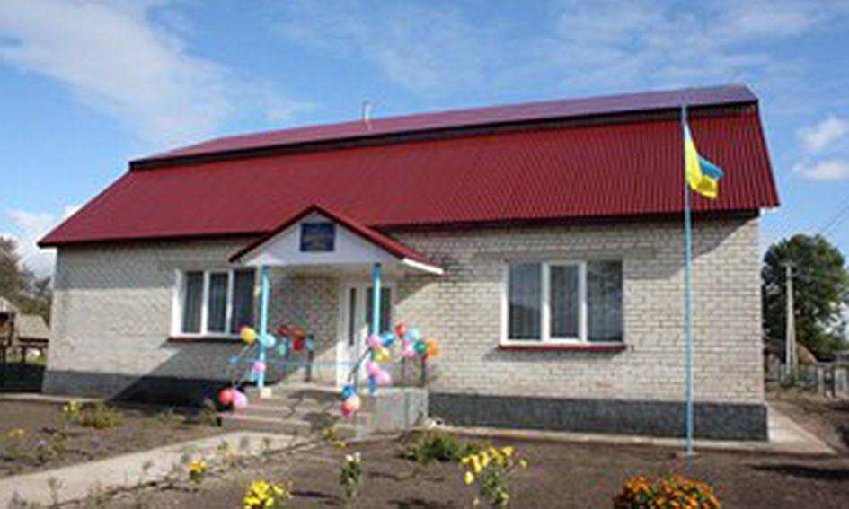 Громада села Бузаки власними силами оновила школу