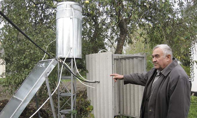 Конструктор із Маневиччини виготовляє сонячні водонагрівачі