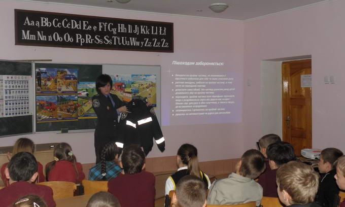 Волинські інспектори ДАІ напередодні канікул провели уроки у школах
