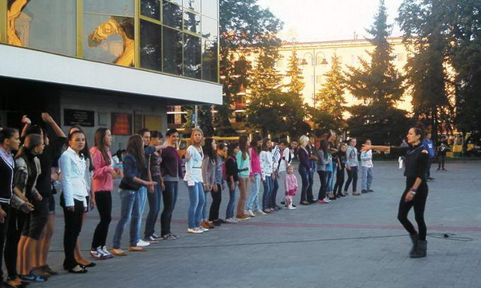 Учасники проекту «Танцюй з нами» готові показати вивчену постановку