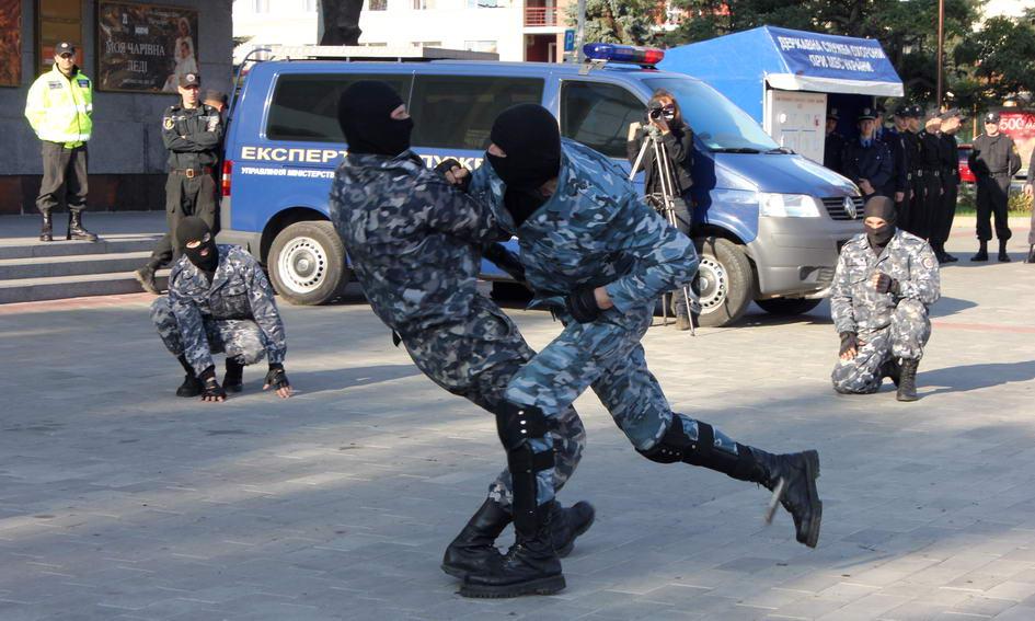 «Беркутівці» бились на центральному майдані Луцька