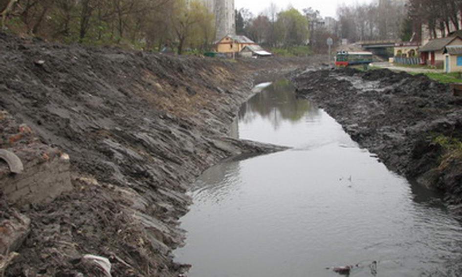 У Луцьку взялися розчищати річку Сапалаївку