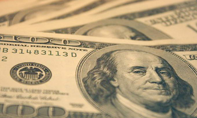 У Нацбанку вважають, що долари, які українці тримають удома, є загрозою нацбезпеці