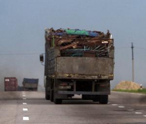 Локачинські даішники затримали вантажівку металобрухту