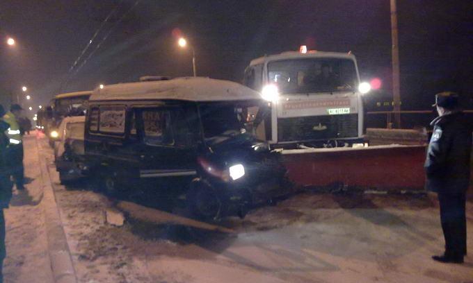 На слизькій дорозі в Луцьку зіткнулися чотири автомобілі
