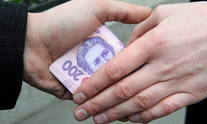 Українці щодня витрачають до 10 мільйонів гривень на хабарі