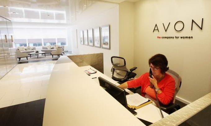 Корпорація Avon скорочує робочі місця і покидає ринки
