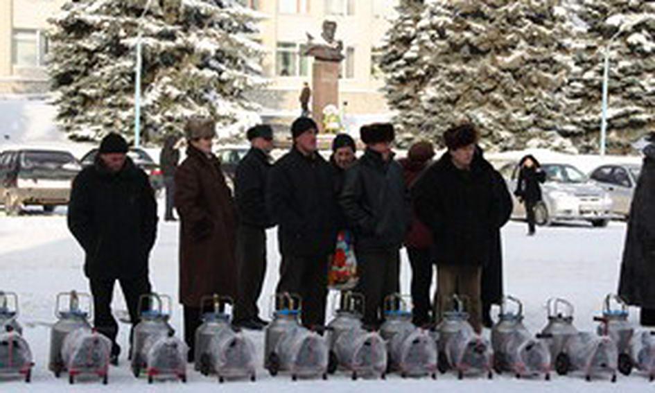 Селянам Горохівщини подарували доїльні апарати