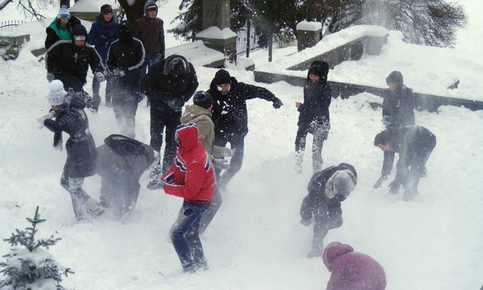 Луцька молодь влаштувала битву сніжками