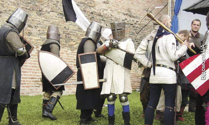 Театральний майдан Луцька заполонять лицарі замку Любарта