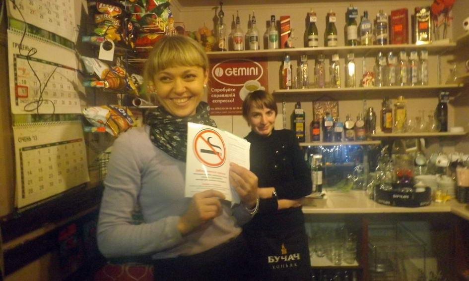 Активісти перевірили, чи дотримуються заклади харчування заборони куріння