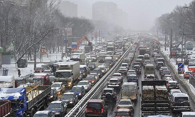 Через снігопади водії щодня тратять на бензин 25 мільйонів гривень