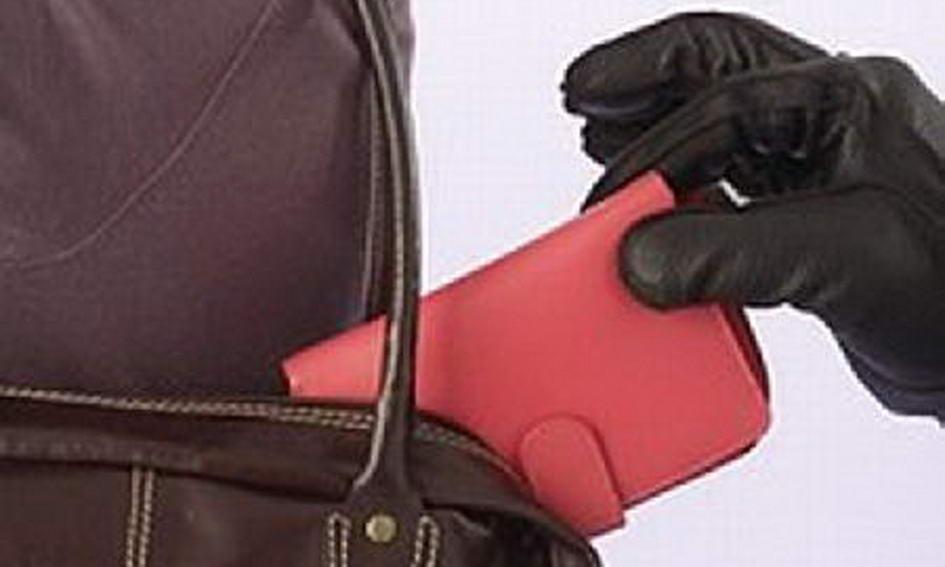 У Маневичах школяр витягнув із сумки вчительки гаманець і зняв гроші з картки
