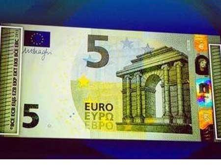 Нові банкноти євро друкуватимуть кирилицею