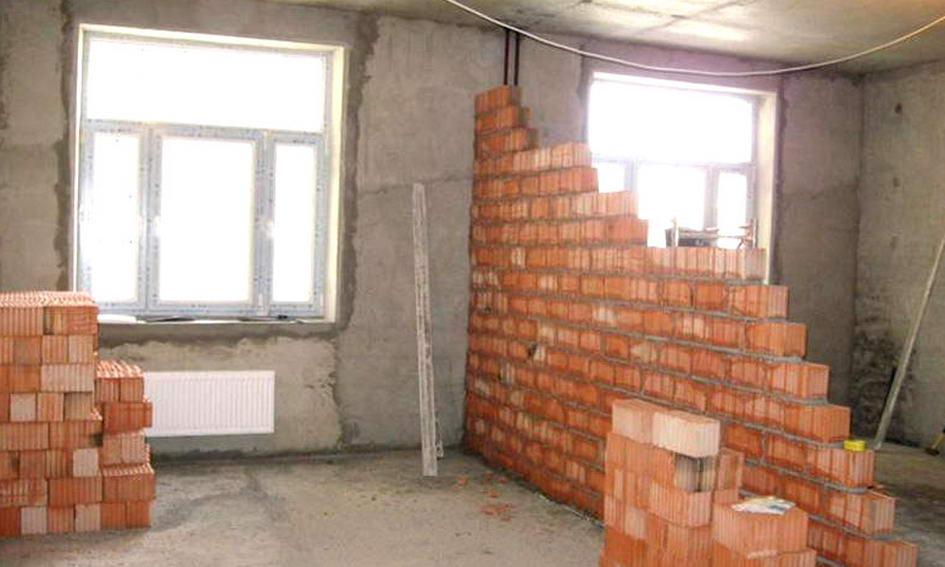 Лучанка, роблячи ремонт, занесла в квартиру бетонозмішувач і знесла стіни