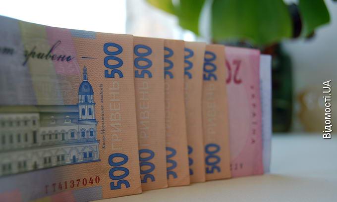 Українцям рекомендують зберігати гроші в національній валюті