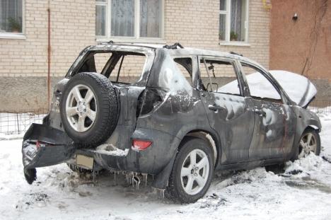 У Луцьку спалили автівку бізнесмена