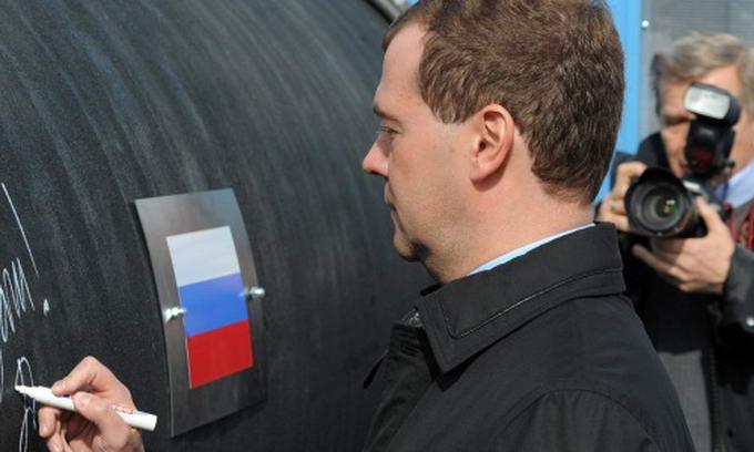 Медведєв не виключає позбавлення «Газпрому» монополії на експорт газу