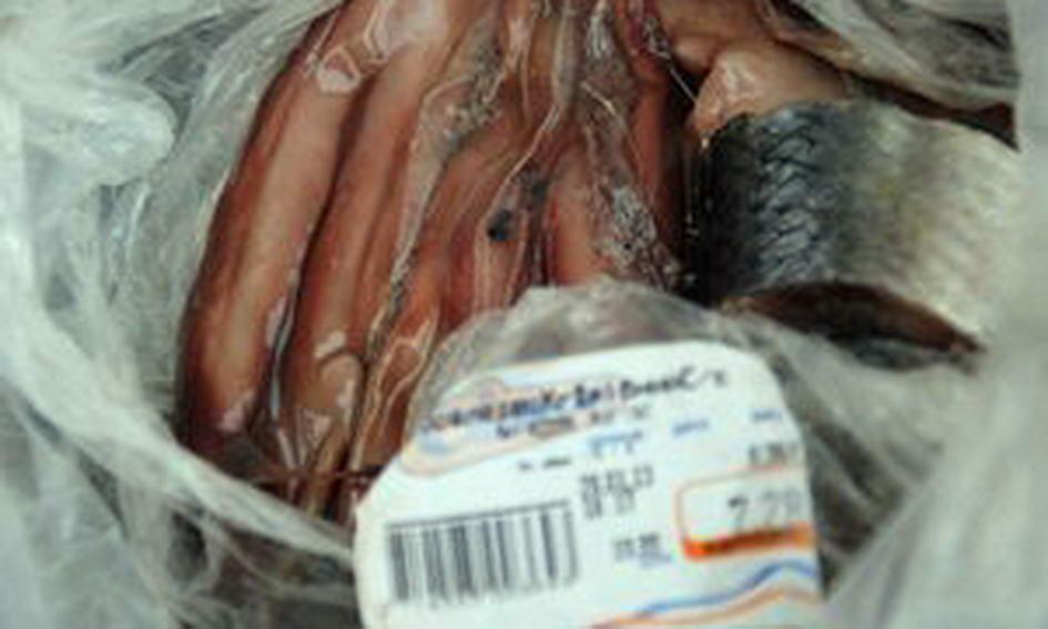 Лучанка купила в супермаркеті оселедець із гельмінтами