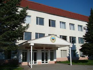 У Луцьку закрили університет, а студенти не вірять обіцянкам влади