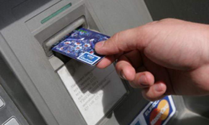 Українські банки скорочують кількість банкоматів