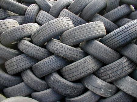 На кордоні затримали 15 тонн уживаних шин