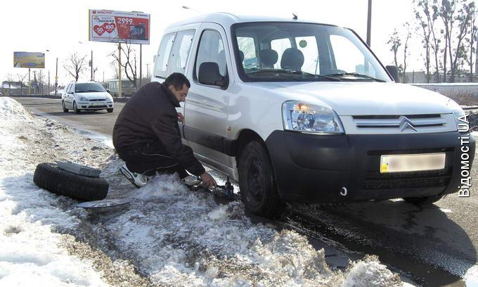 Дороги «сходять» разом зі снігом, бо їх погано чистять