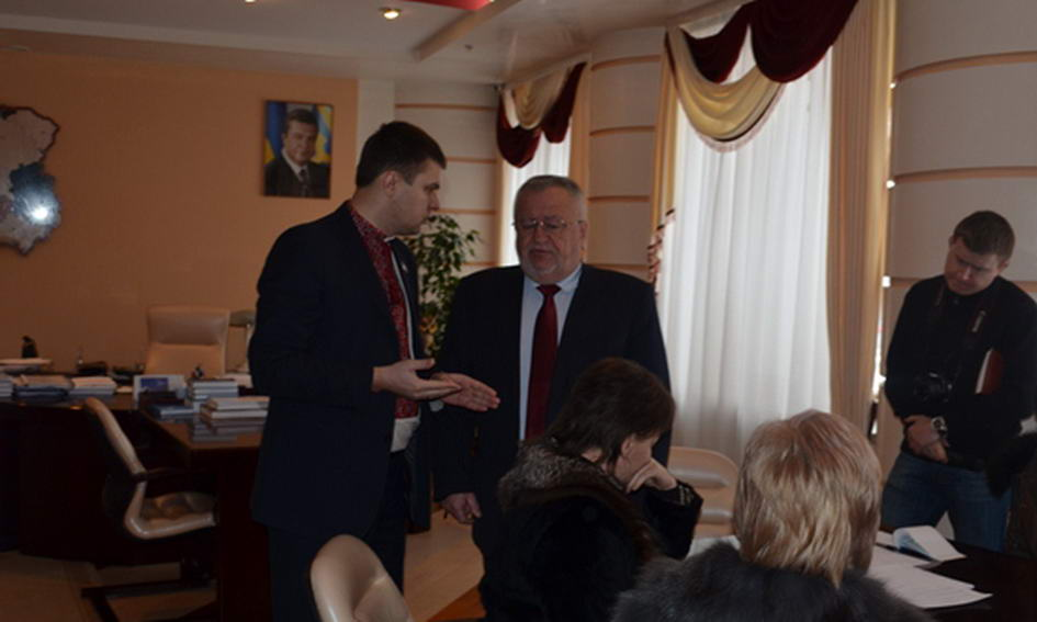 Голова ОДА Клімчук не пускав депутата облради Гузя у свій кабінет