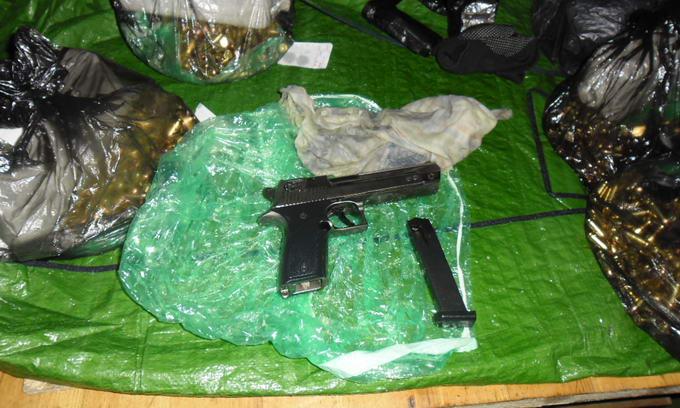 Росіянин хотів провезти у паливному баку пістолет та 1000 набоїв