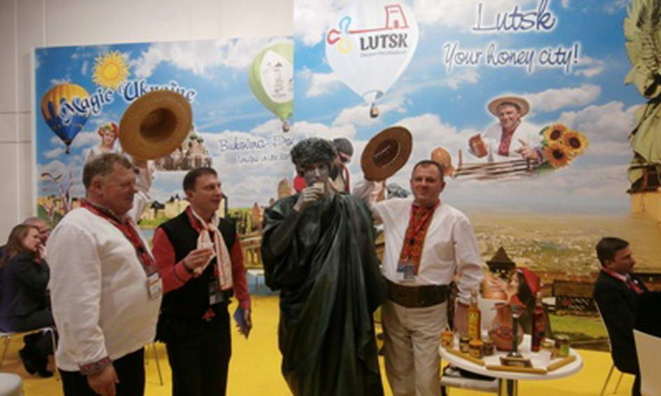 Лучани у Берліні пригощають німців питними медами