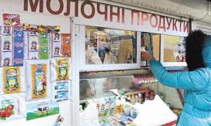 Азаров переконаний, що вітчизняна «молочка» може повністю замістити імпорт